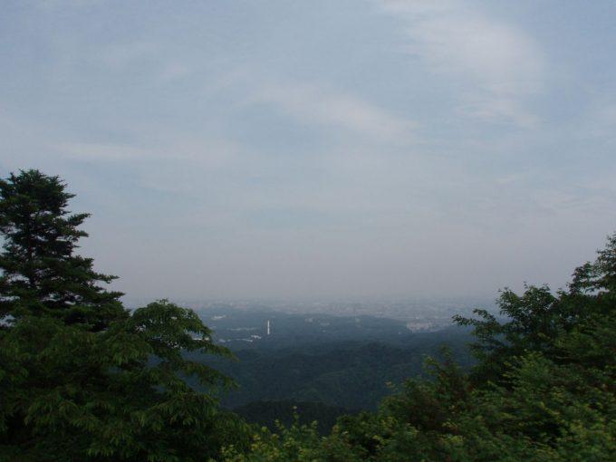 高尾山ケーブルカー降り場前の展望