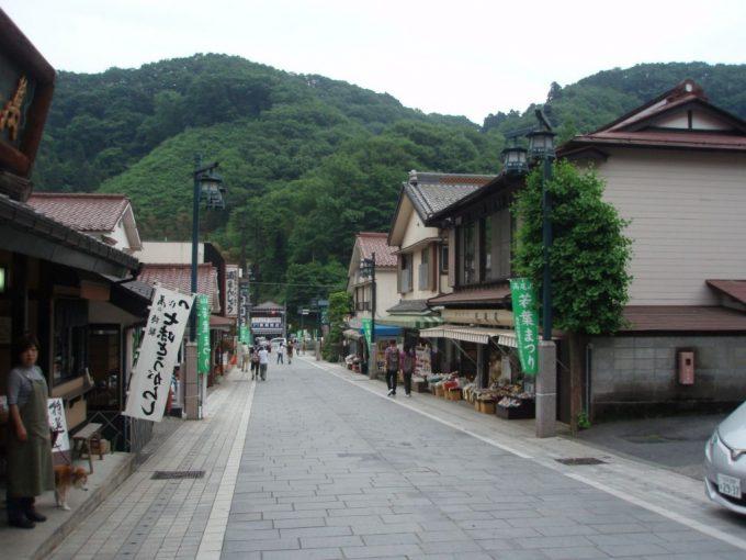 高尾山のお土産屋さん街
