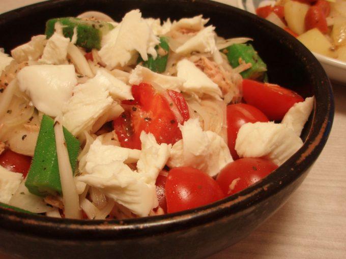 オクラと玉ねぎのサラダ