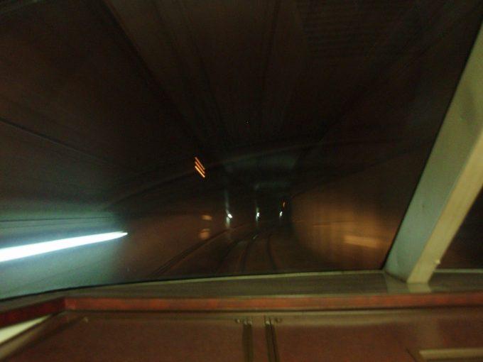 長野電鉄地下区間をゆけむり号展望席で