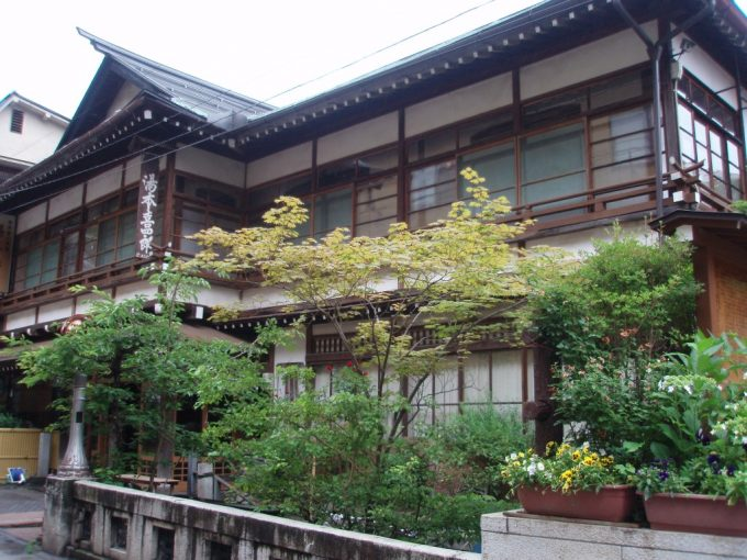 渋温泉湯本旅館