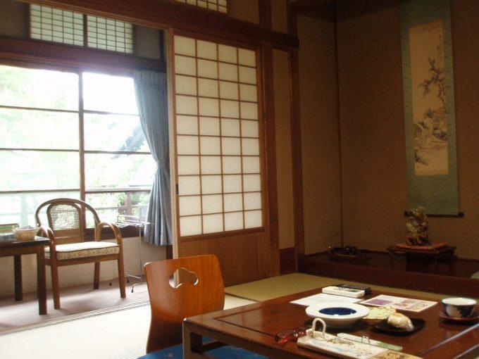 渋湯本旅館落ち着いた和室
