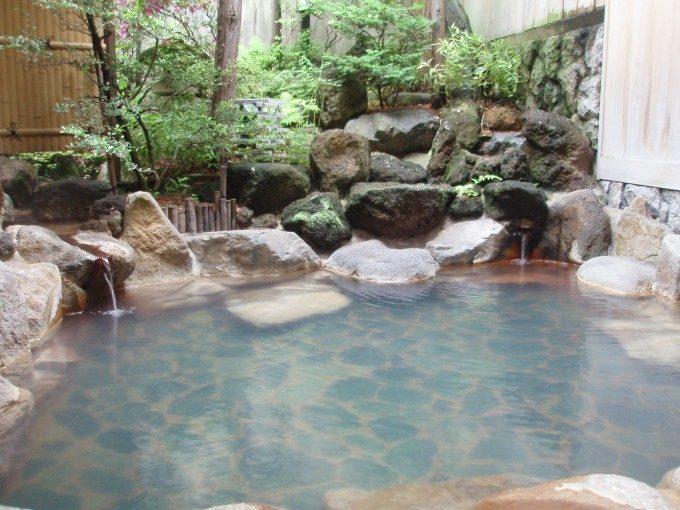 渋湯本旅館掛け流しの貸切露天風呂