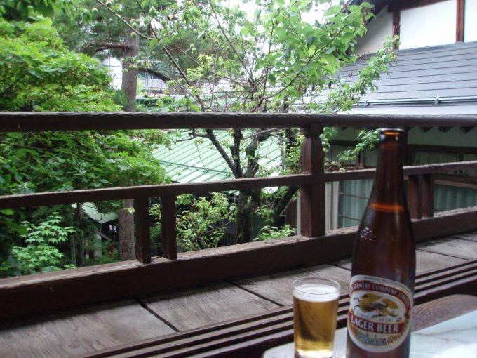 渋湯本旅館窓辺で過ごす最高の湯上がり