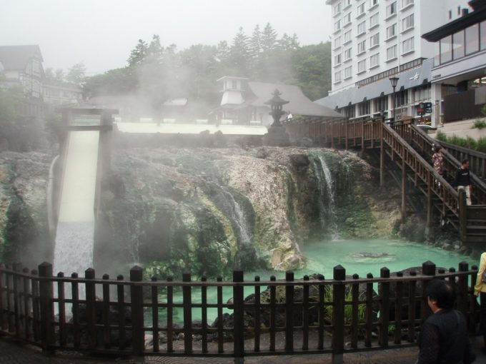 草津温泉湯畑豊富な湯量