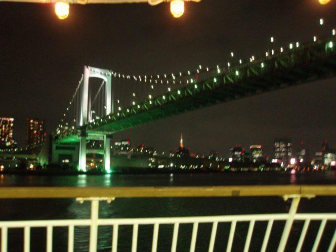 東海汽船甲板からの東京タワーとレインボーブリッジ
