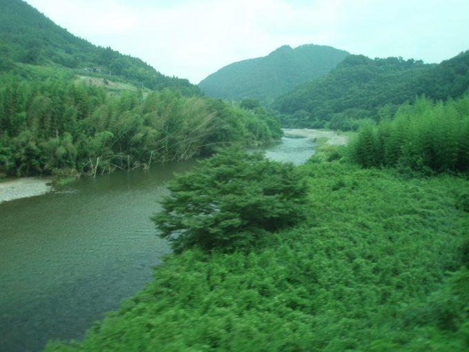 車窓から眺める久慈川