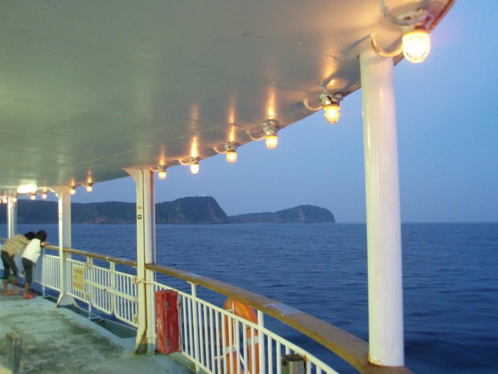 東海汽船夜明けの甲板