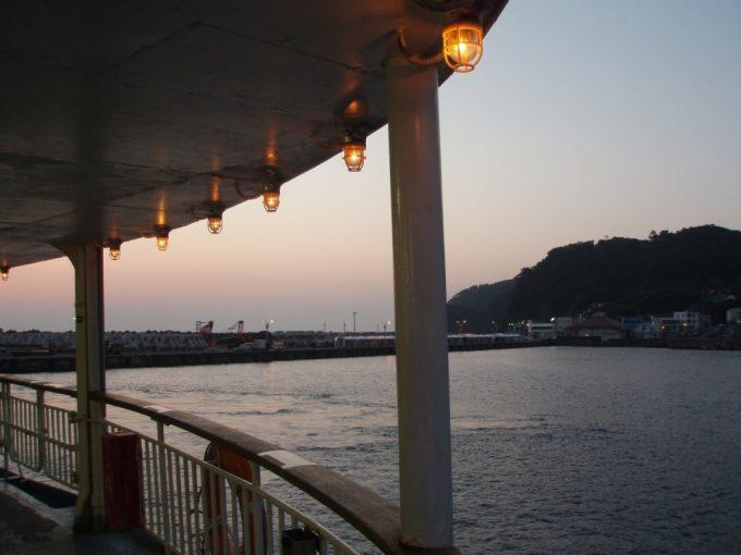大島岡田港まもなく接岸