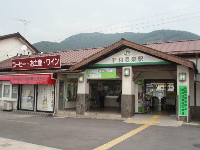 朝の石和温泉駅