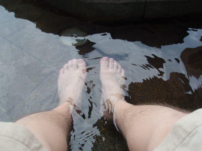諏訪湖を眺めながらの足湯
