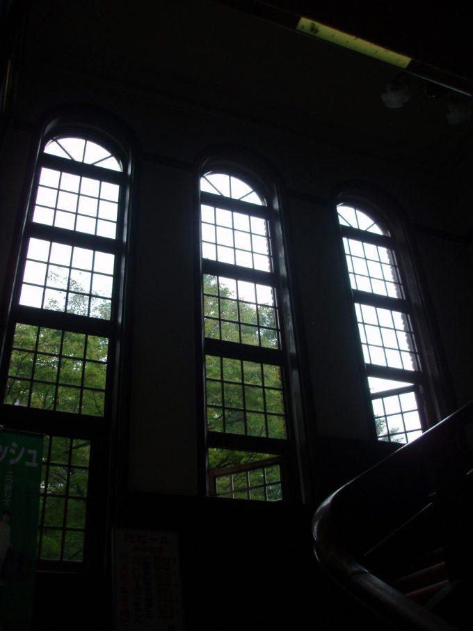 上諏訪温泉重要文化財片倉館美しい窓