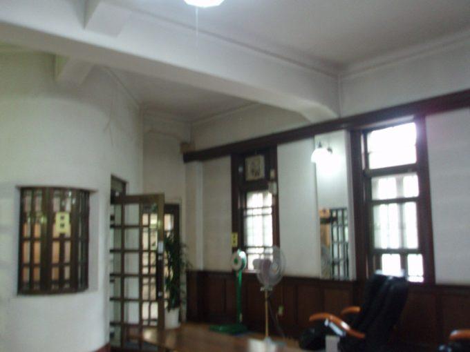 上諏訪温泉重要文化財片倉館重厚な脱衣所入口
