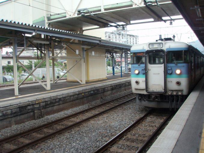 上諏訪駅での115系