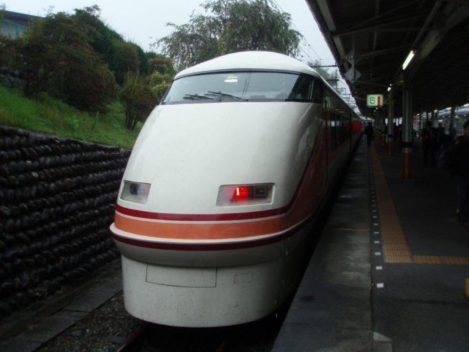東武日光駅に到着したリニューアル前の東武特急スペーシア