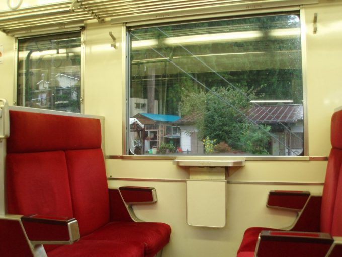 東武6050系車内