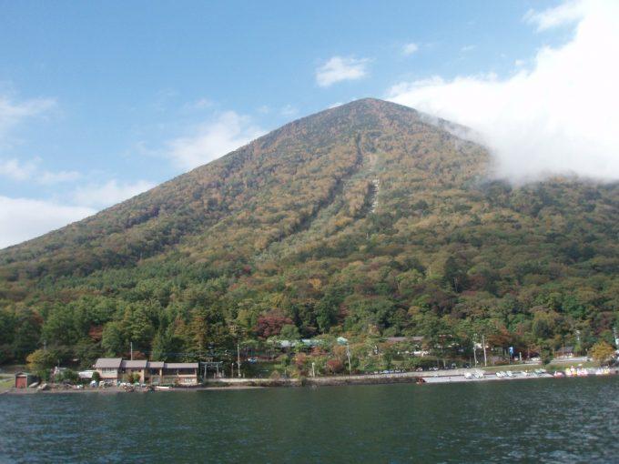軟体山麓の二荒山神社