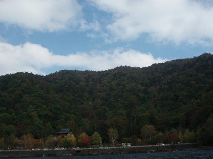 秋の中禅寺湖クルーズ