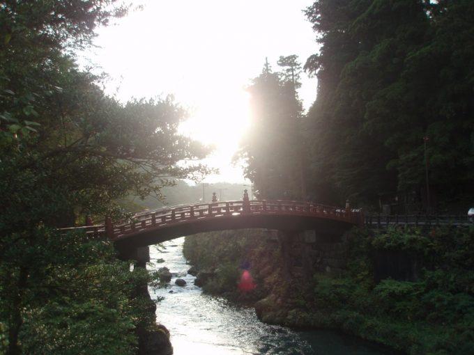 夕陽に輝く神橋
