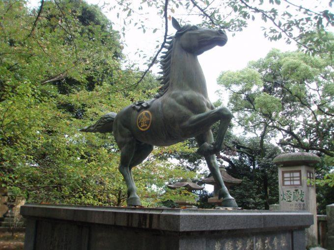 こんぴらさん馬の銅像