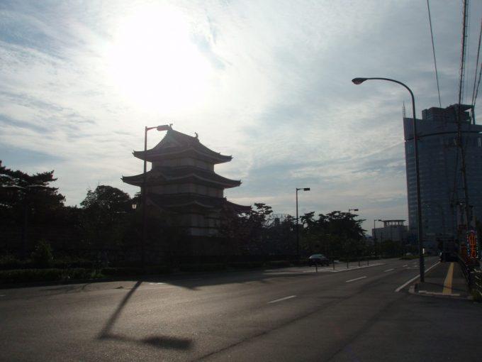 夕陽に輝く高松城跡