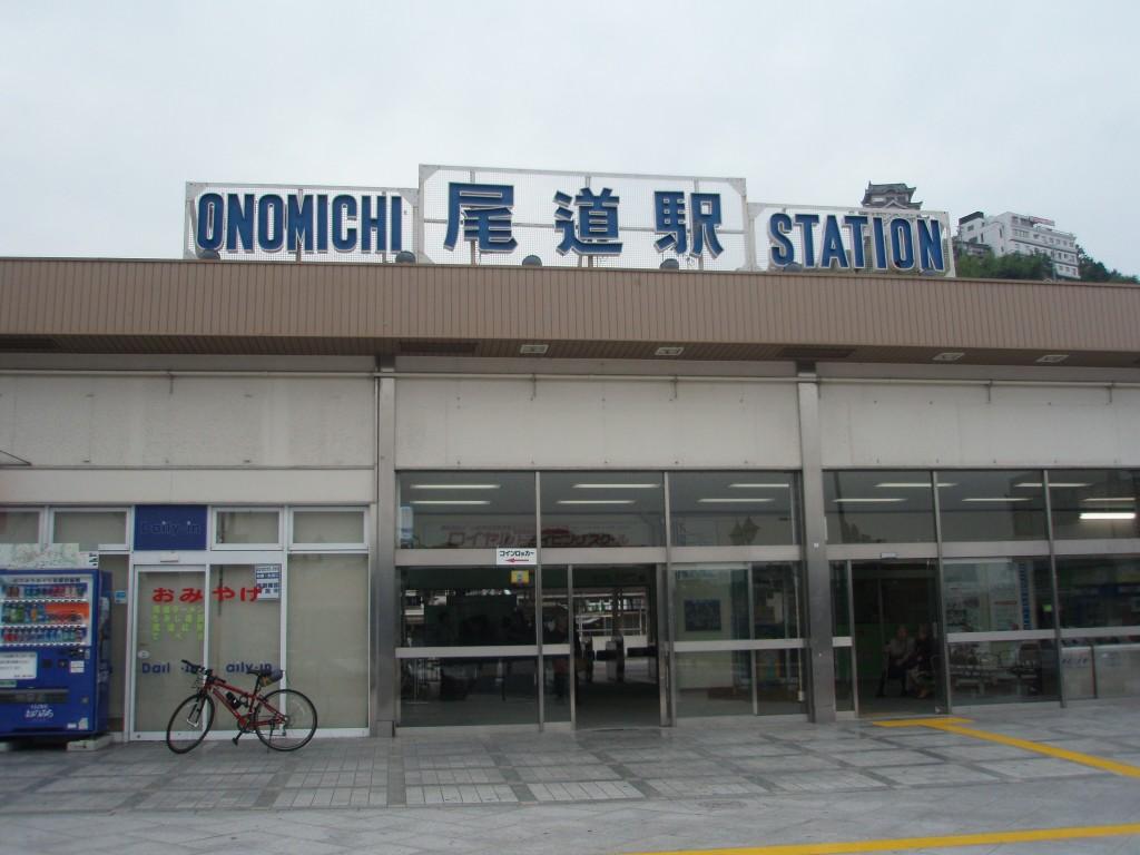 尾道駅と愛車