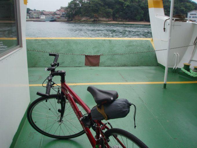 愛車渡船で向島へ