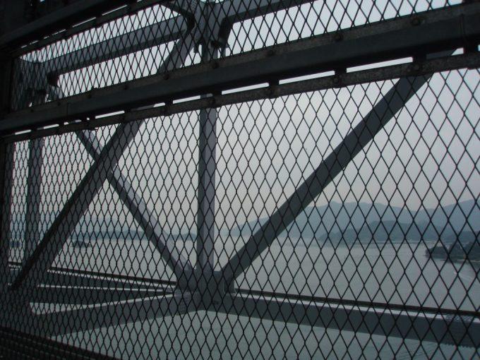 因島大橋フェンス越しの眺め
