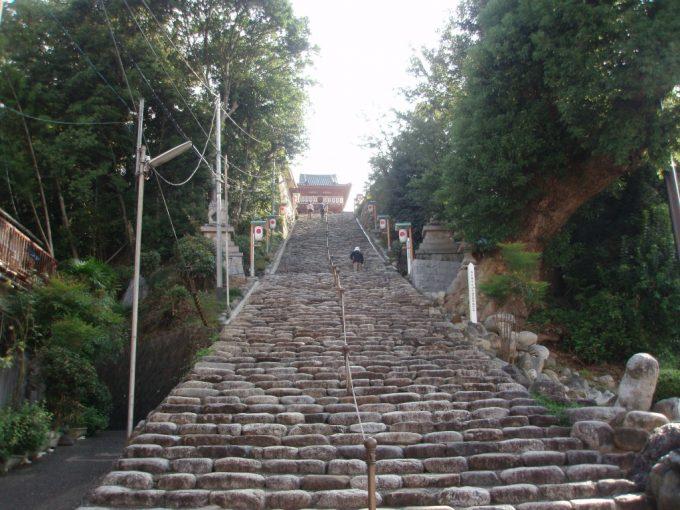 伊佐爾波神社の長い石段