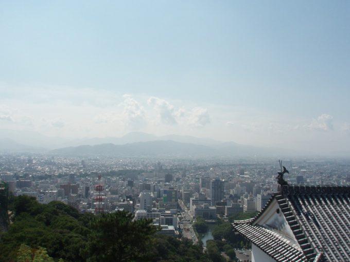 天守閣から眺める松山市街