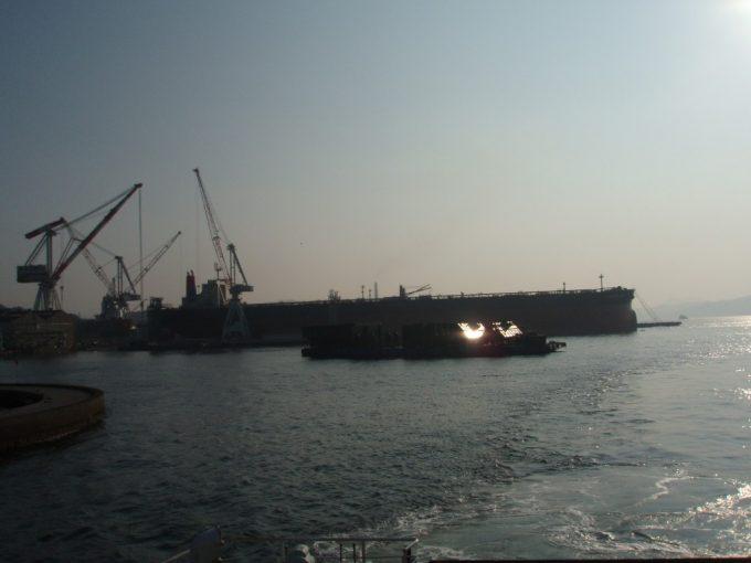 船上から眺める呉・造船の街