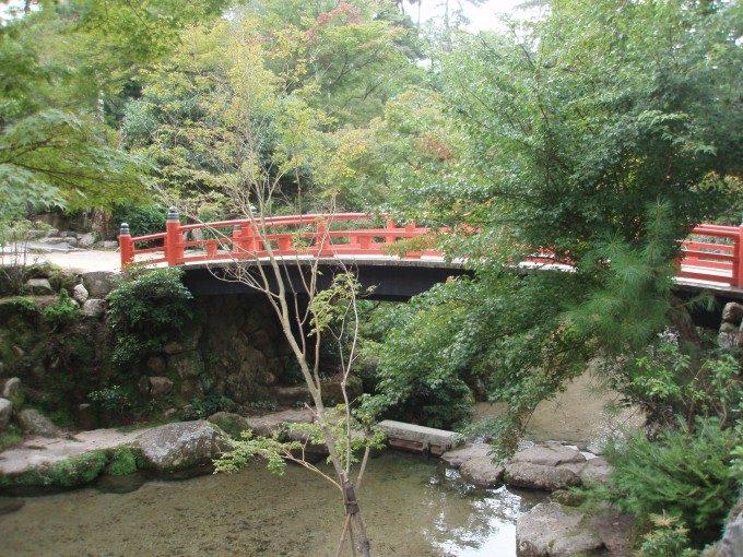 宮島紅葉谷公園の赤い橋