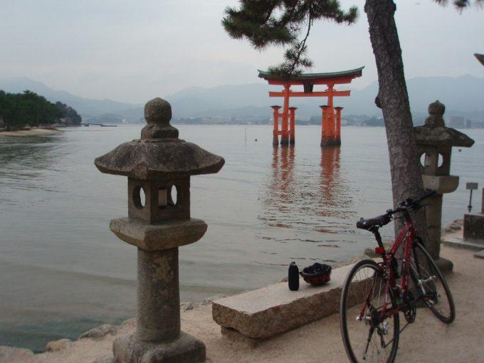 厳島神社大鳥居と愛車