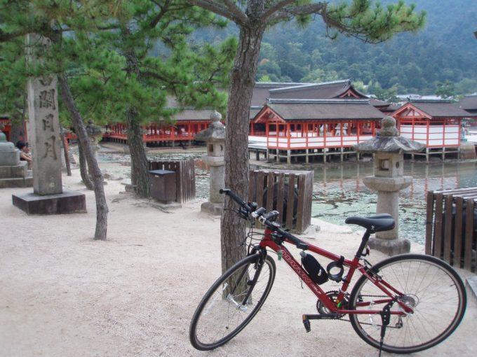 厳島神社と愛車