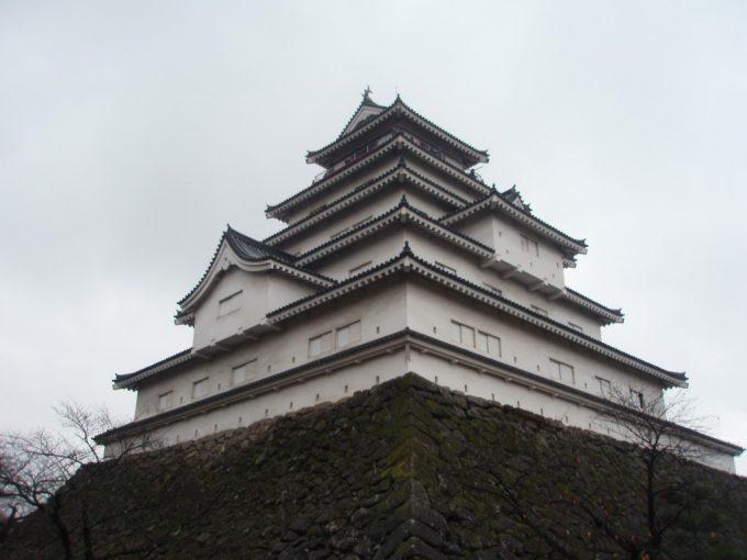 雨の鶴ヶ城