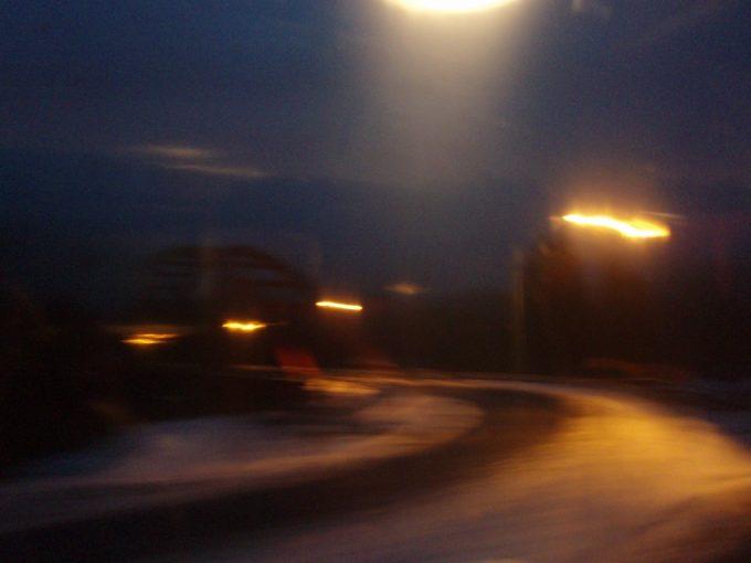 国道の悲しい灯り
