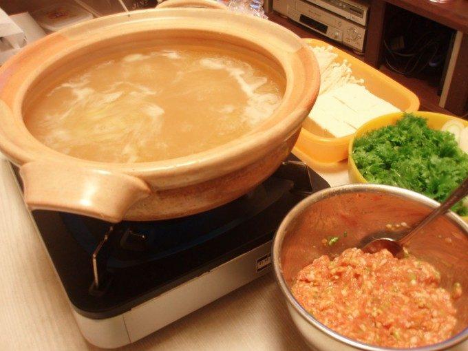 にんにく風味の鶏塩だんご鍋