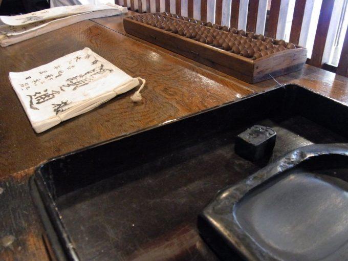 旧酒屋の帳場と道具