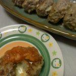 チーズインスパイシー塩麹バーグ・トマトのマヨコンビーフ詰めチーズ焼き