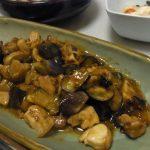 なすと里芋のピリ辛味噌炒め・きのこと揚げのおろしサラダ・大根葉とさつま揚げの生姜煮