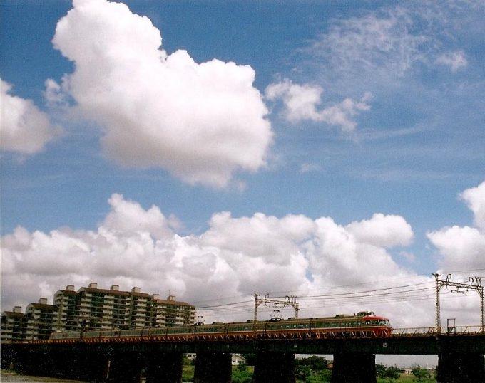 フィルムカメラ旧多摩川鉄橋を渡る小田急ロマンスカーNSE3100形