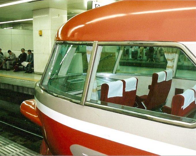 フィルムカメラ小田急ロマンスカーNSE3100形流れるフォルムの展望席