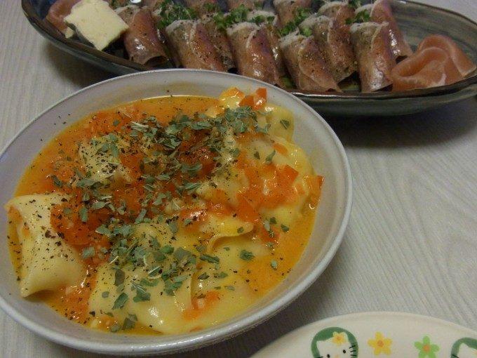 とろ~りチーズのラビオリ風パプリカソース