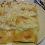 キタアカリとサーモンのパイ風包み焼き・塩ハーブ煮豚・れんこんときのこのカルボナーラ風