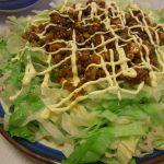 レタスのピリカリそぼろサラダ・いかと長芋の生姜醤油漬け・仙台油麩のカレーチーズ焼き