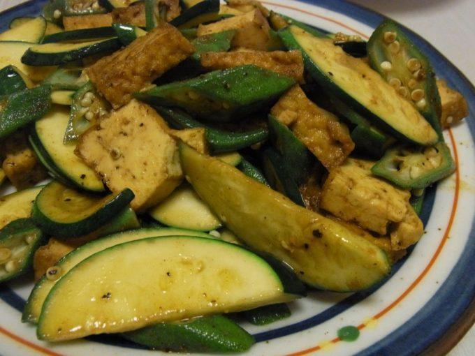 厚揚げと夏野菜のオイスターカレー炒め
