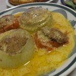 トマトと玉ねぎの肉詰め焼きチーズソース・スモークサーモンとグレフルのサラダ