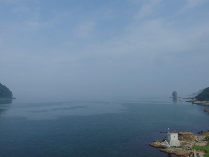 夏の浅虫青空と青い海