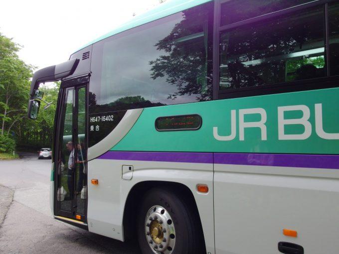 北海道新幹線H5系カラーのJRバス東北みずうみ号