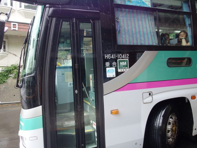 十和田湖子ノ口よりE5系カラーのJRバス東北みずうみ号